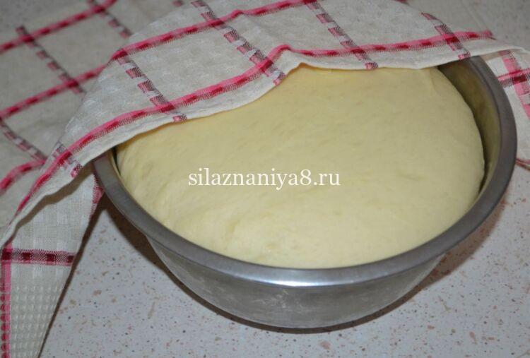 Простые и вкусные булочки на молоке из дрожжевого теста с повидлом