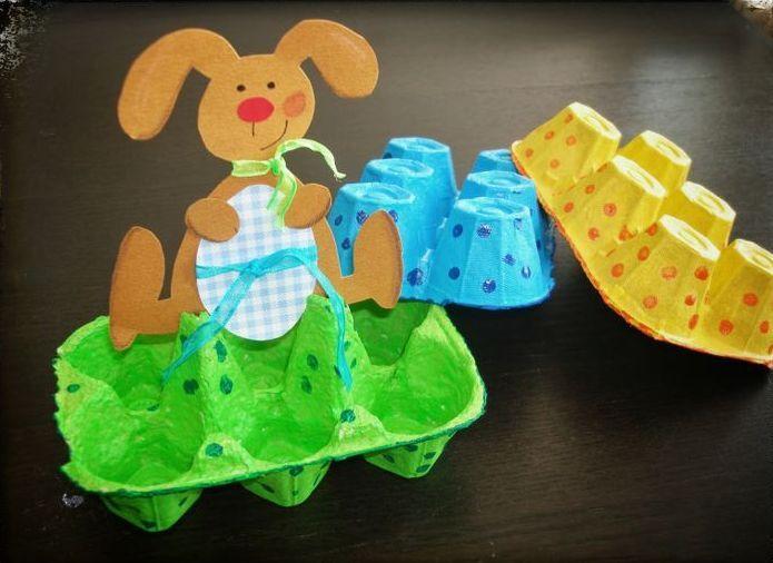 подставка в виде кролика для яиц на Пасху