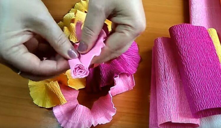 подставка из гофрированной бумаги для яиц