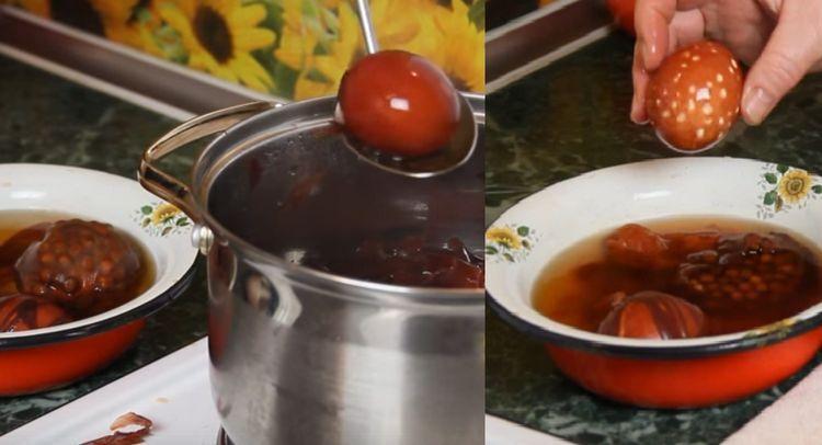 яйца в горохе и шелухе на пасху