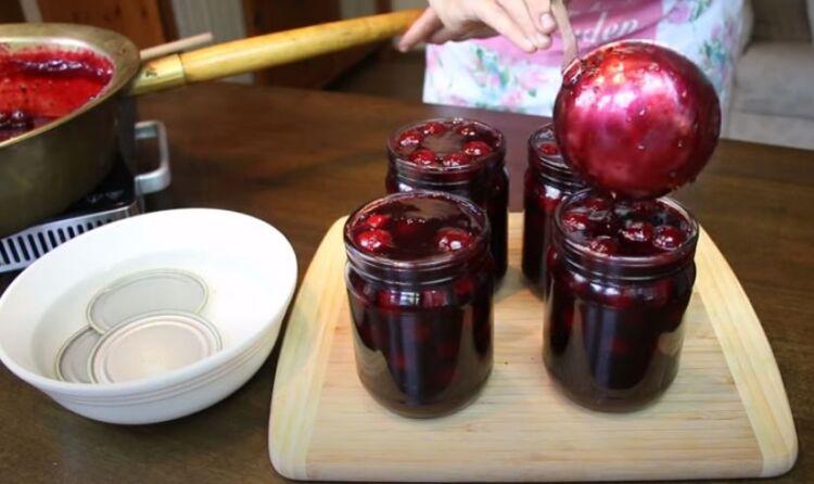 Варенье из вишни и черной смородины