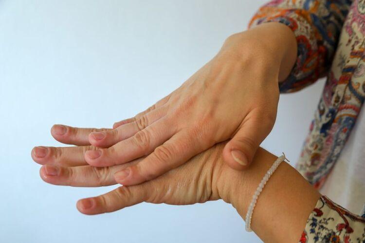 Как сделать антисептик для рук своими руками в домашних условиях