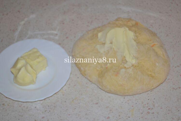 пасхальный кулич с цукатами и изюмом