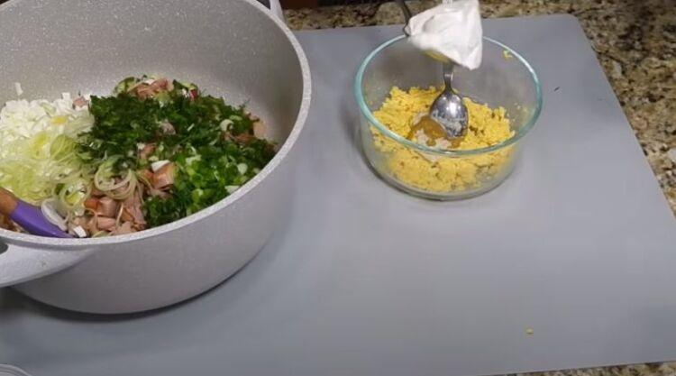 рецепт вкусной окрошки с колбасой на минеральной воде и кефире