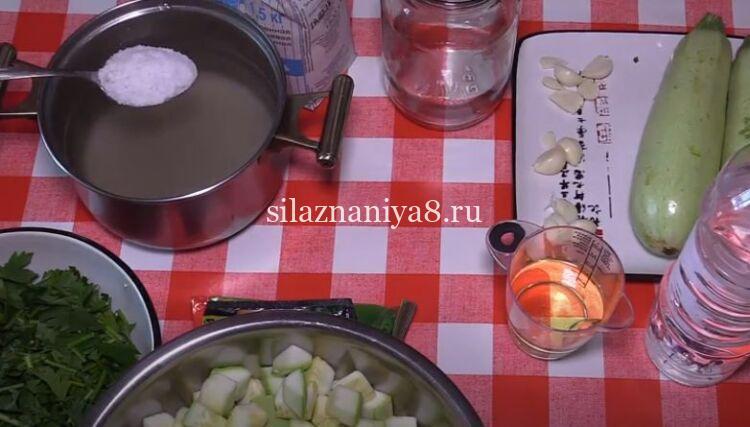 кабачки маринованные с чесноком и петрушкой