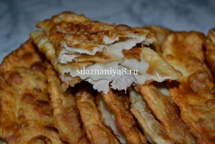 Вкусное и хрустящее тесто для чебуреков на кипятке с водкой