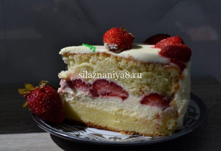 Вкусный торт бисквит с клубникой и сметанным кремом
