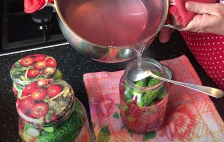 огурцы с помидорами и смородиной на зиму