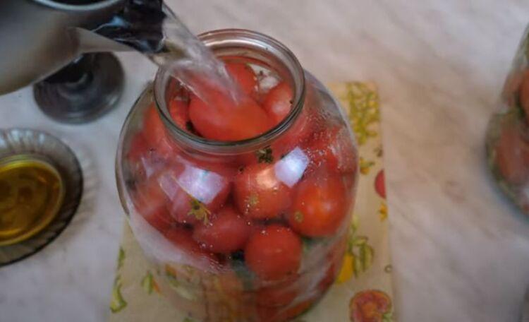 сладкие маринованные помидоры в 3 литровых банках на зиму с уксусом