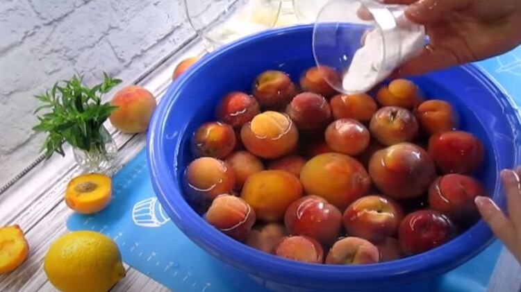 Компот из персиков на зиму простой рецепт на 3 литровую банку