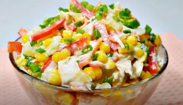 Легкий диетический салат из курицы и свежих ананасов