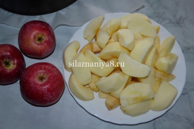 Шарлотка с яблоками без разрыхлителя и соды в духовке