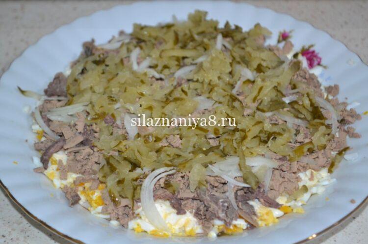 Салат из куриной печени с соленым огурцом