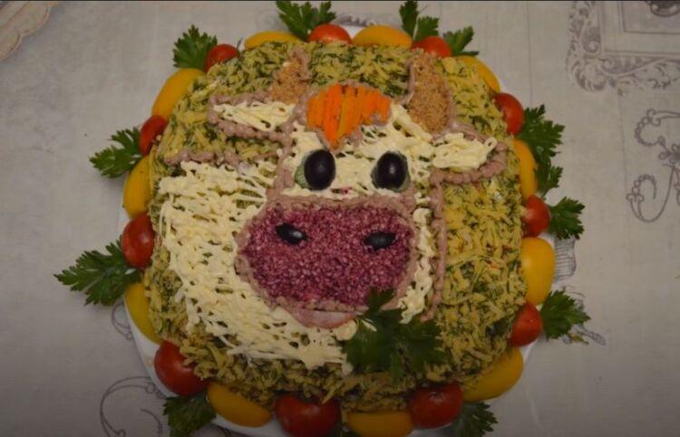 Новогодний салат Коровка на праздничный стол