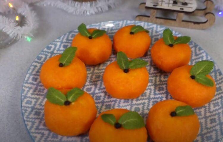 закуска мандаринки из сыра и моркови с чесноком