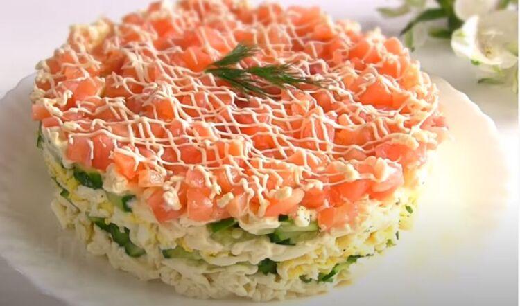салат с красной рыбой на Новый 2021 год