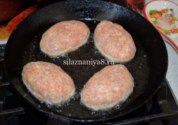 котлеты из куриного и свиного фарша на сковороде