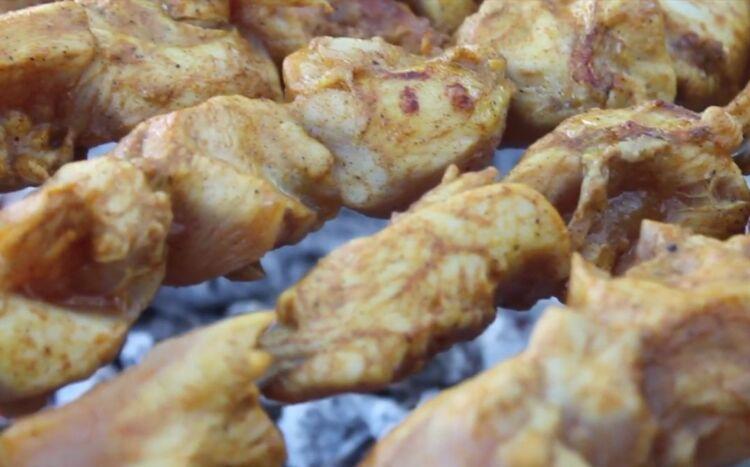 Советский рецепт шашлыка из курицы с уксусом и луком