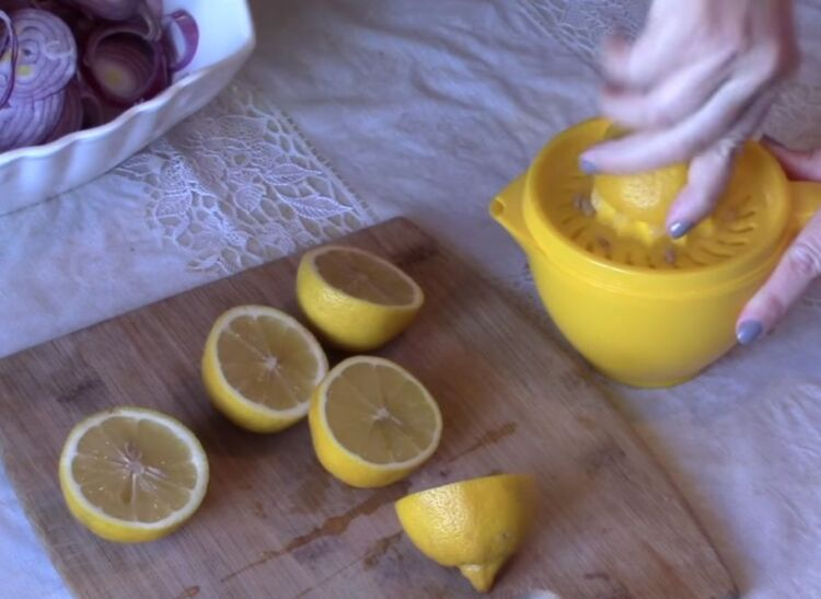 Красный маринованный лук без уксуса с лимонном