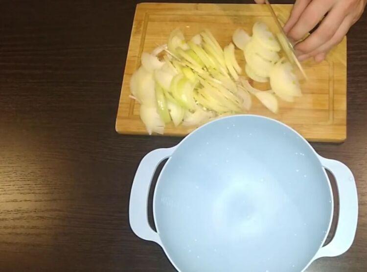 Как замариновать лук к шашлыку с уксусом и укропом