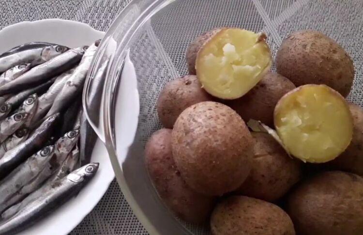 картошка вареная в мундирах