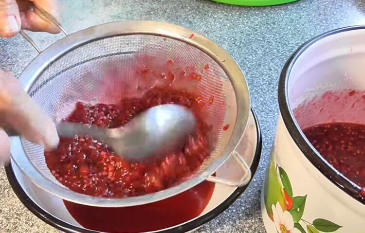 Густое желе из красной смородины пятиминутка