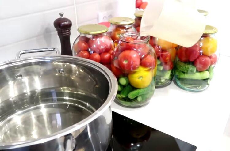 Огурцы с помидорами на 2 литровую банку