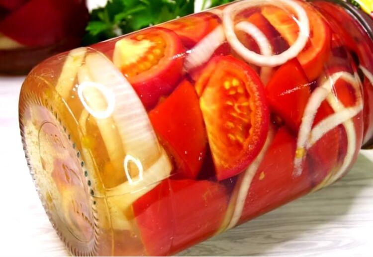 помидор в желатине с луком на зиму