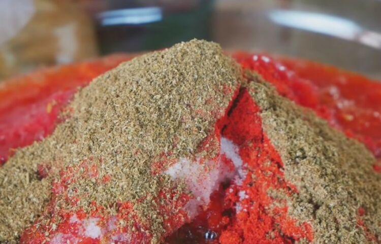 Аджика из помидор и перца с чесноком на зиму без варки