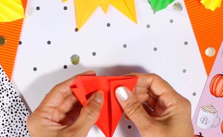 лист клена из бумаги оригами