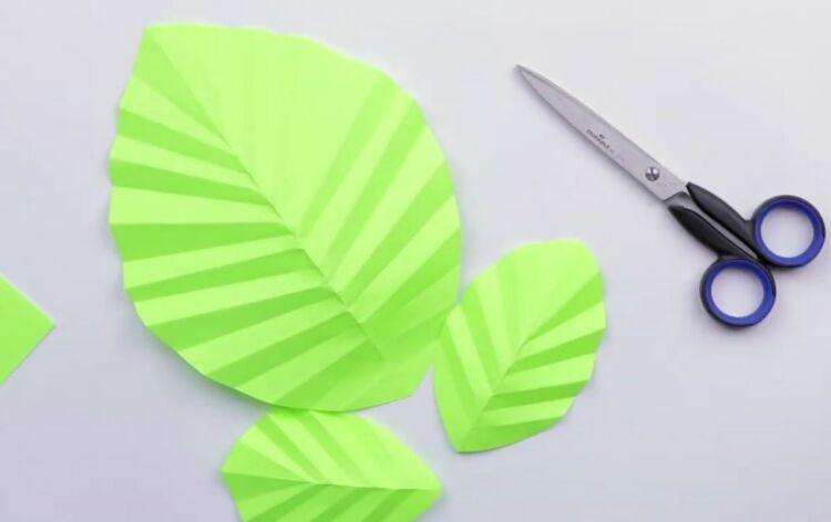 Осіннє листя з паперу