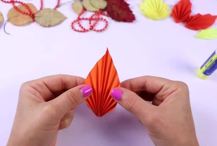 осіннє листя з паперу своїми руками